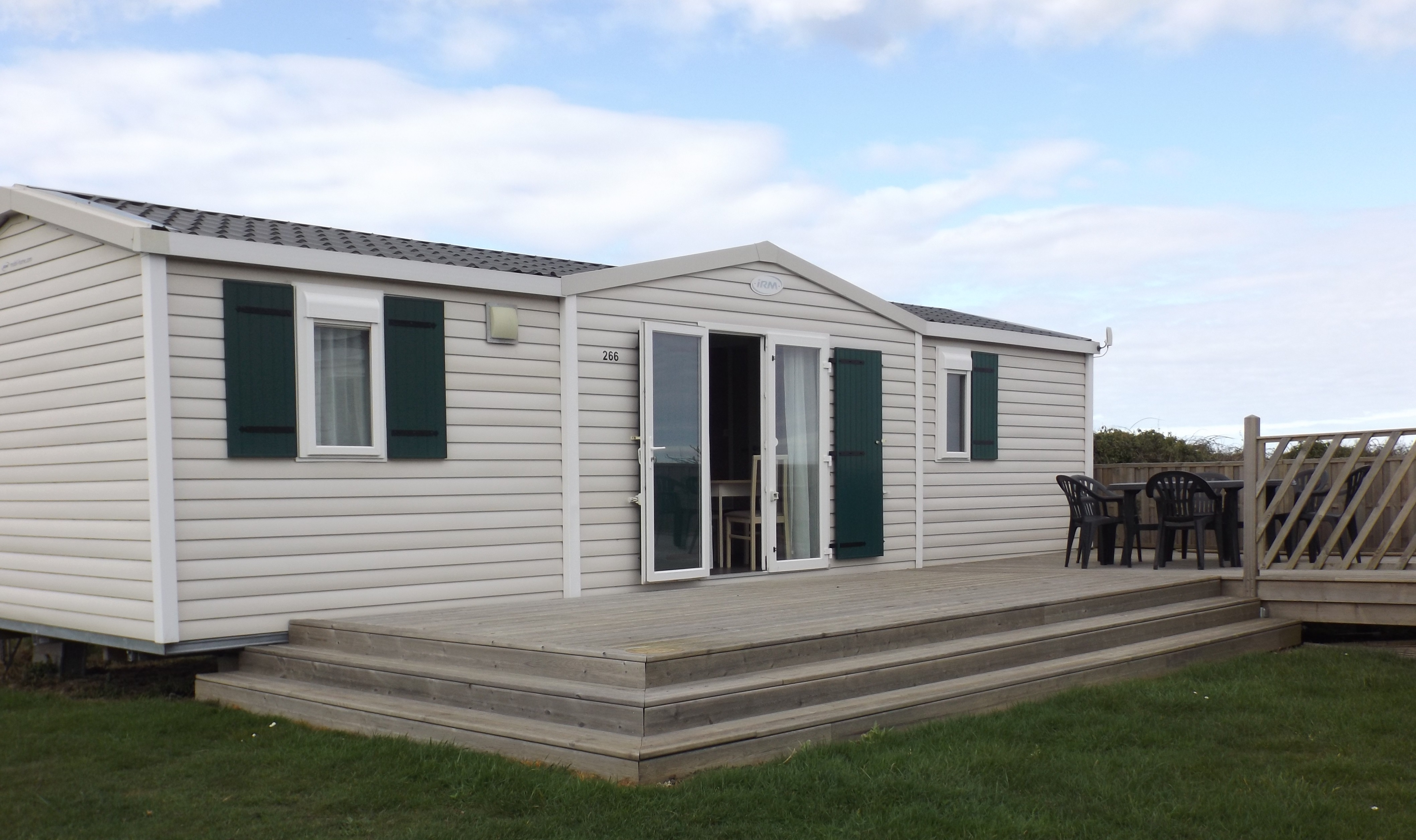 IRM Loggia 3 chambres terrasse semi couverte gamme standard camping omaha beach